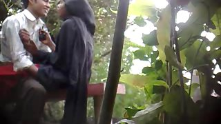 Indian college lover in public park fucking in a park mms