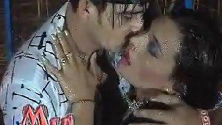 Tawaif dancing in rain with boyfriend