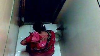 Sophia college teacher in Mumbai caught pissing